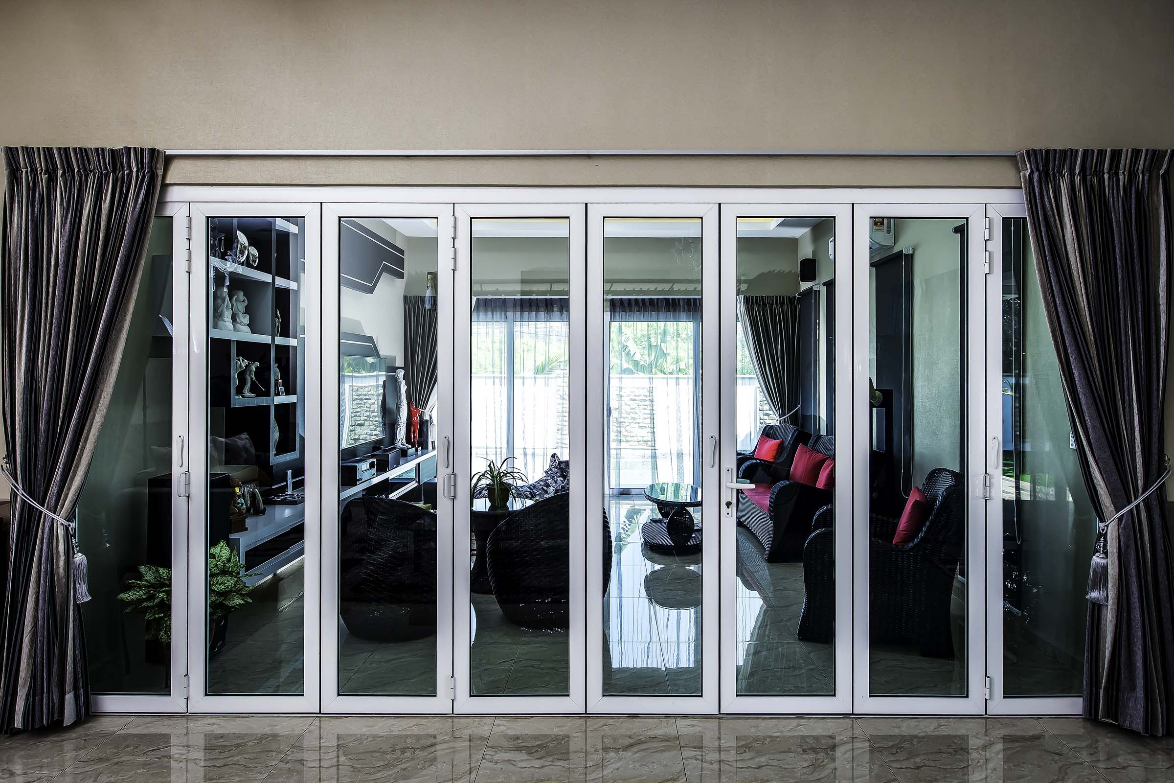 aluminium folding door with laminated glass