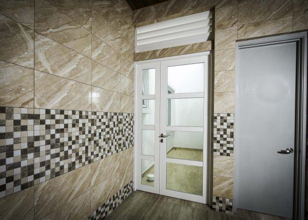 swing door made of aluminium and laminated glass