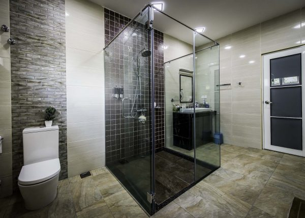 semi frameless shower screen with 10mm tempered glass